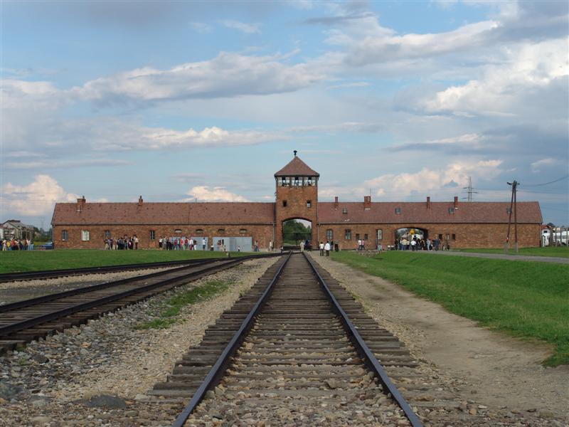 בדרך ל(גבולות) אושוויץ